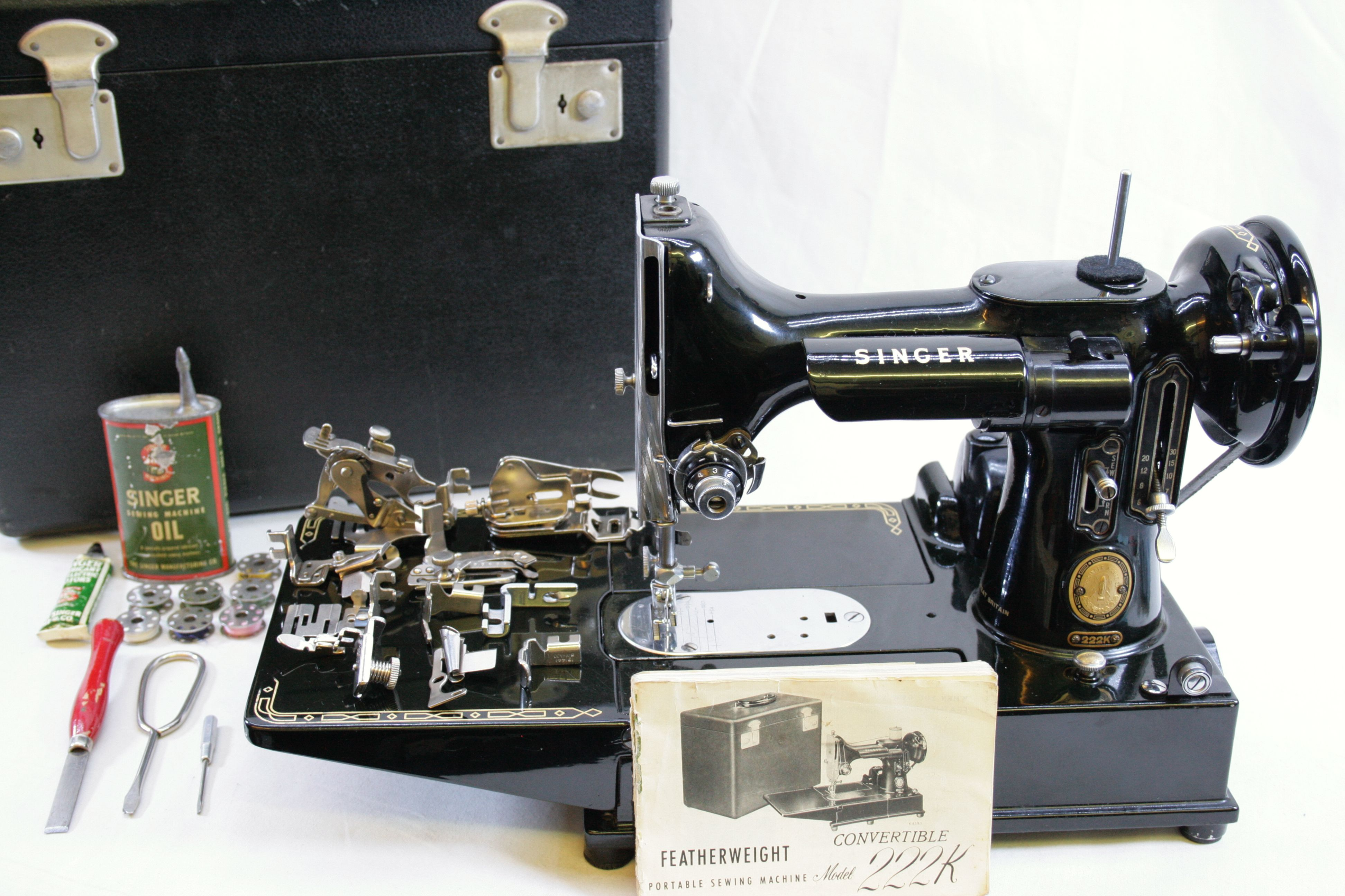feather weight singer sewing machine