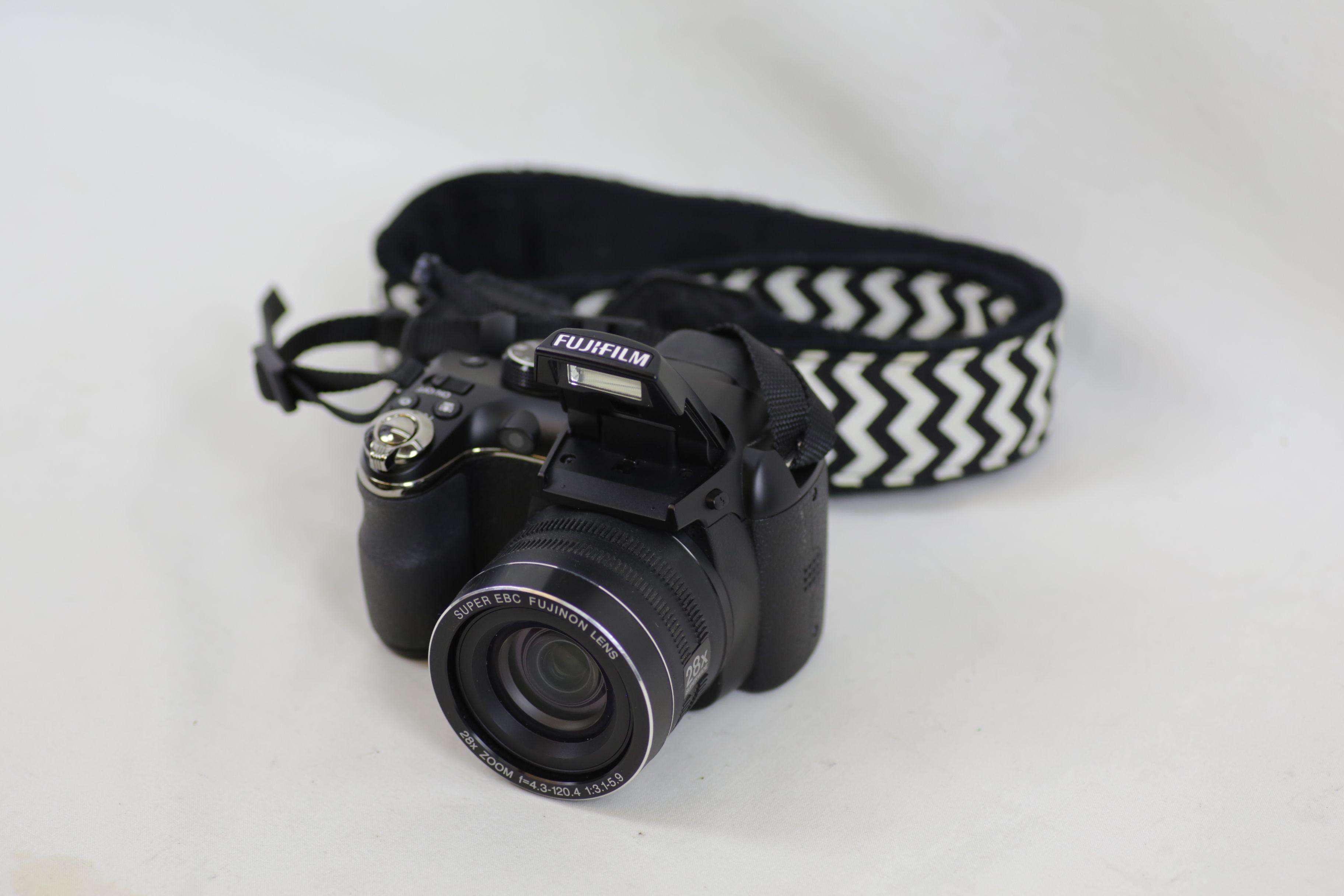 Fujifilm FinePix S Series S4400 14.0MP Digital Bridge Camera - Black