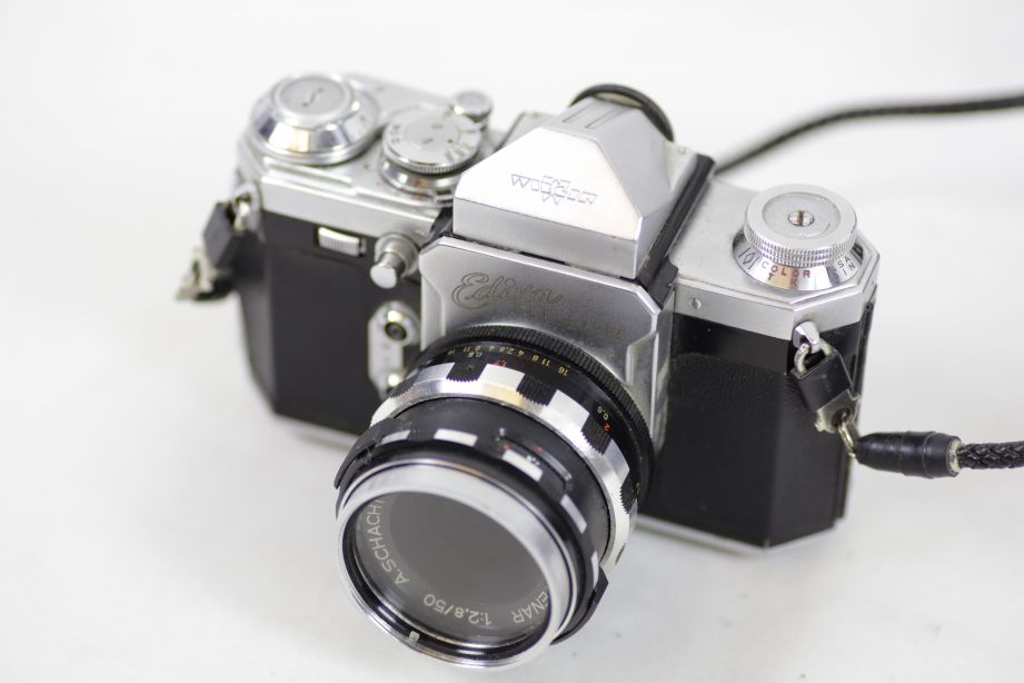 Wirgin Edixa Reflex-B SLR Film Camera with 50mm f/2.8 Prime Lens M42 Screw Mount 2