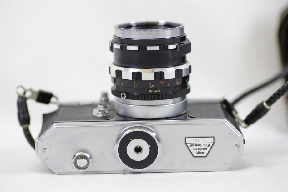 Wirgin Edixa Reflex-B SLR Film Camera with 50mm f/2.8 Prime Lens M42 Screw Mount 5