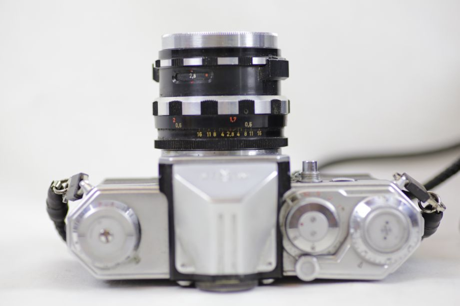 Wirgin Edixa Reflex-B SLR Film Camera with 50mm f/2.8 Prime Lens M42 Screw Mount 7