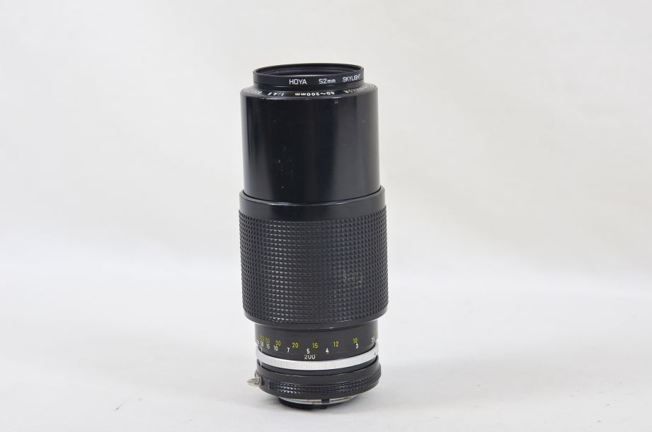 Nikon Zoom-NIKKOR 80-200mm f/4.5 AI-s with 52mm Hoya Skylight Filter 1
