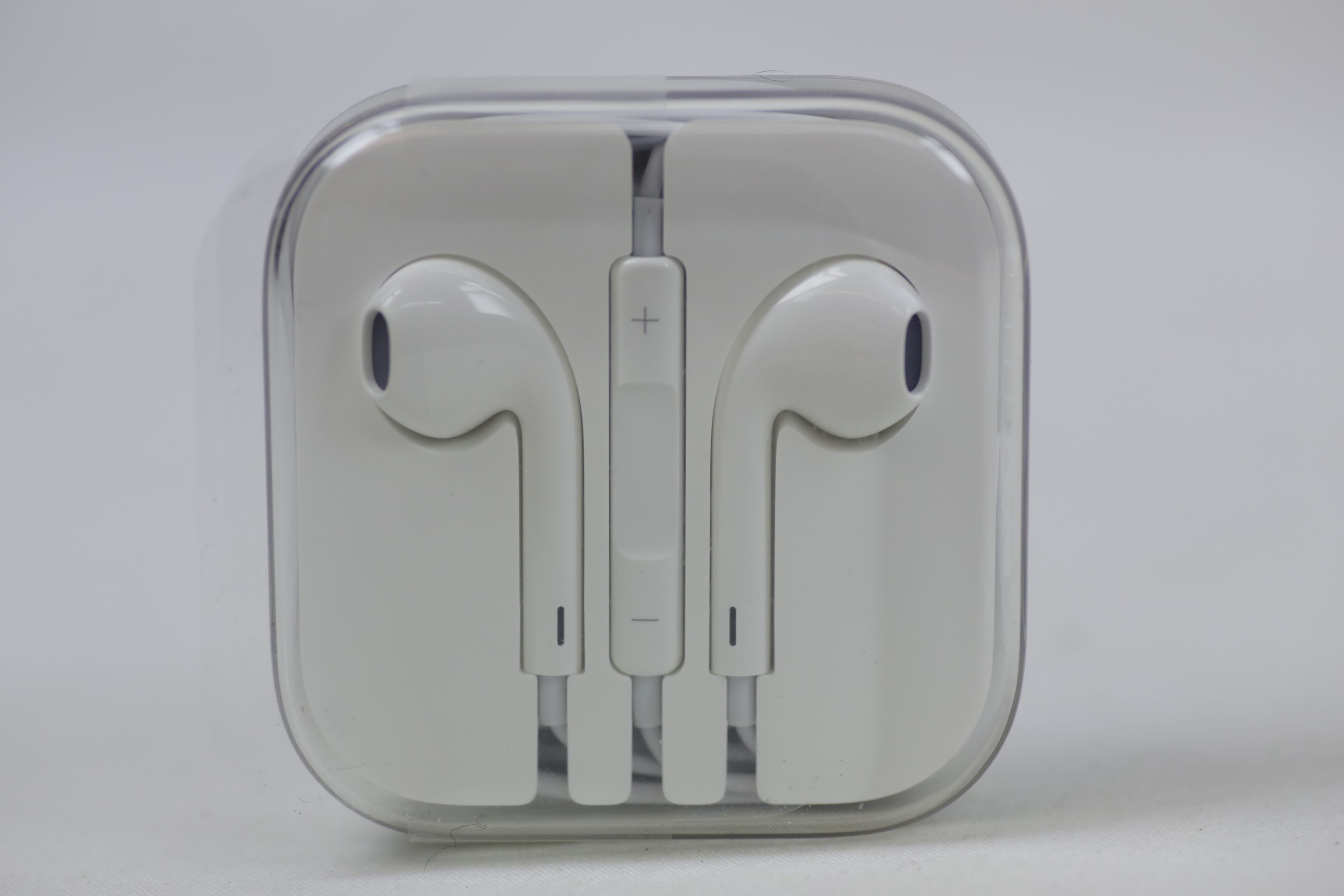 Apple Genuine Inner Ear Headphones with Volume Control Thumbnail 1