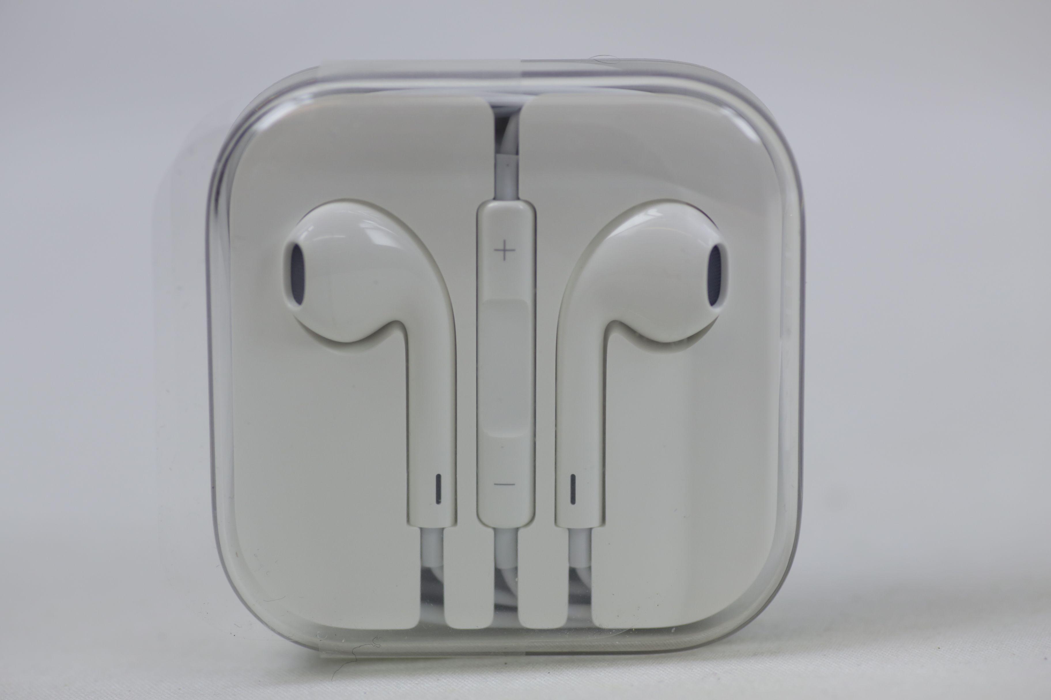 Apple Genuine Inner Ear Headphones with Volume Control 1