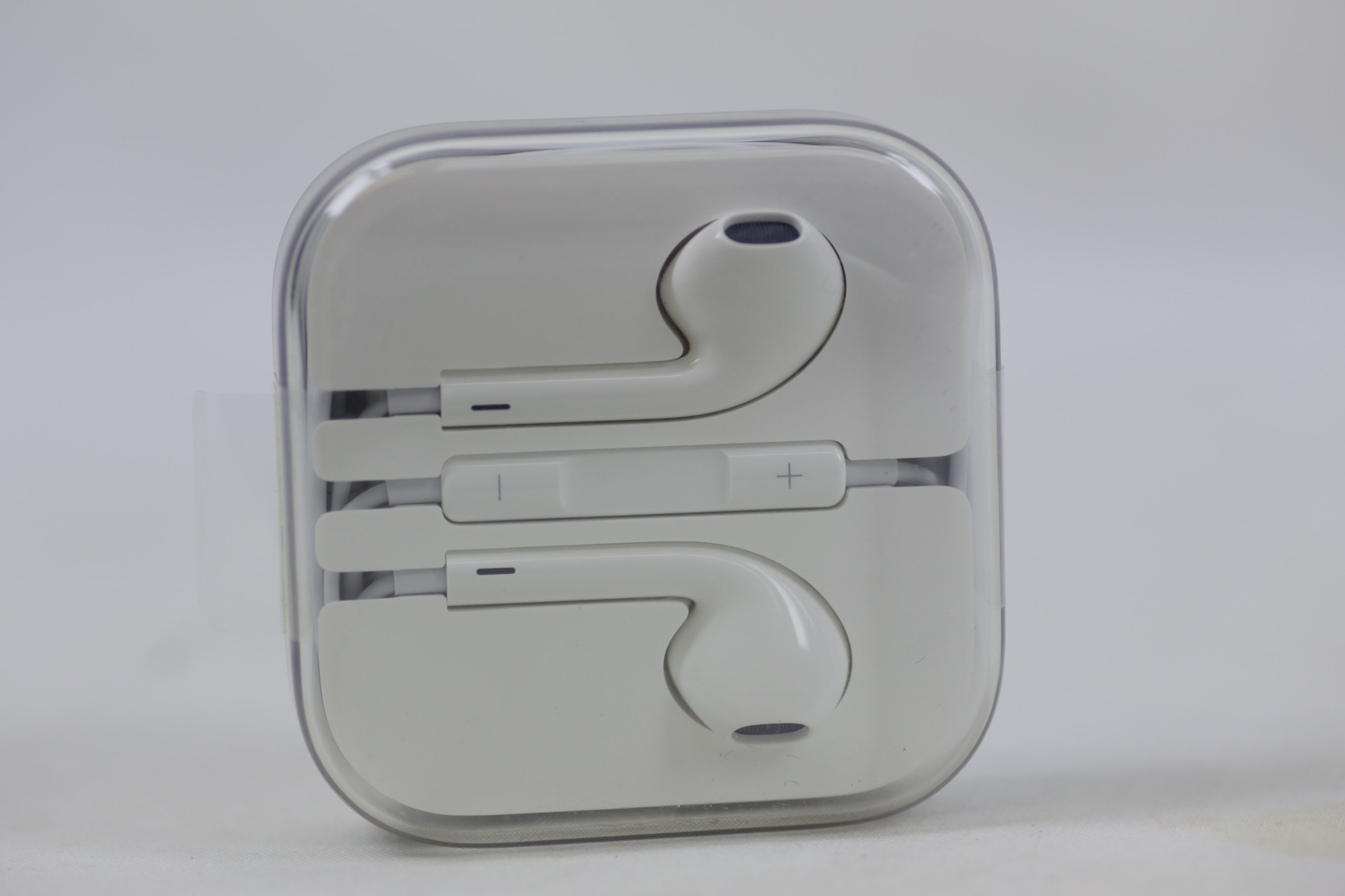 Apple Genuine Inner Ear Headphones with Volume Control Thumbnail 7