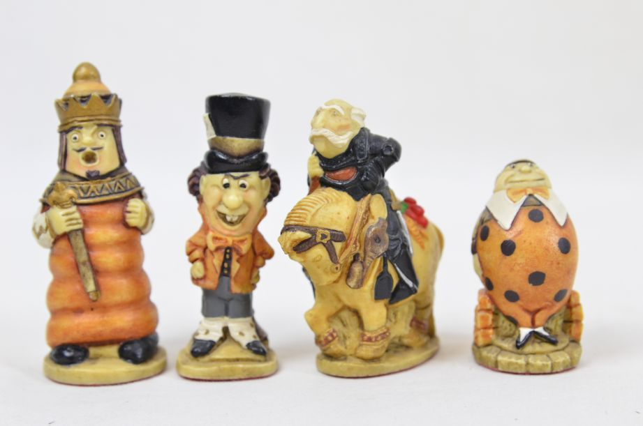 Studio Anne Carlton Hand-Painted Alice in Wonderland Chess Set Pieces 10