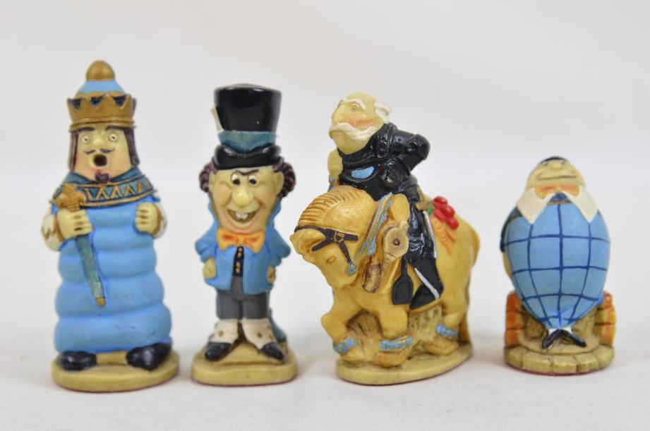 Studio Anne Carlton Hand-Painted Alice in Wonderland Chess Set Pieces 18