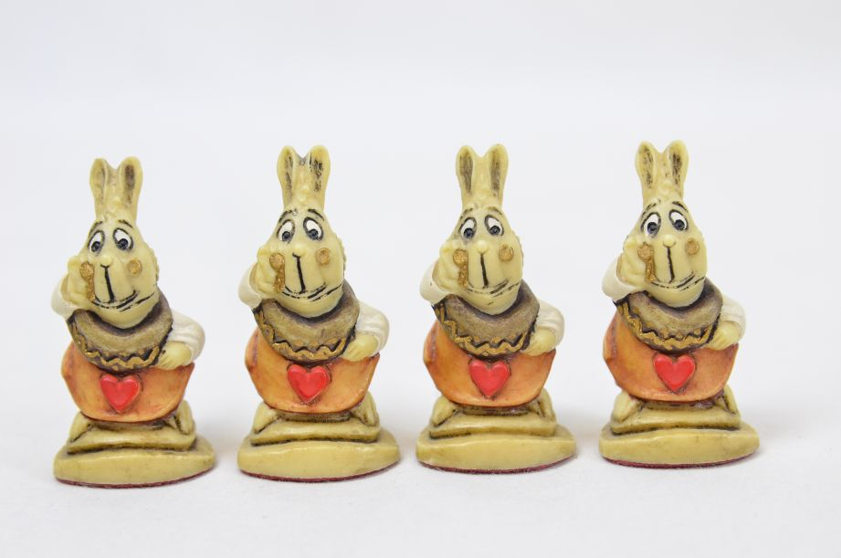 Studio Anne Carlton Hand-Painted Alice in Wonderland Chess Set Pieces 4