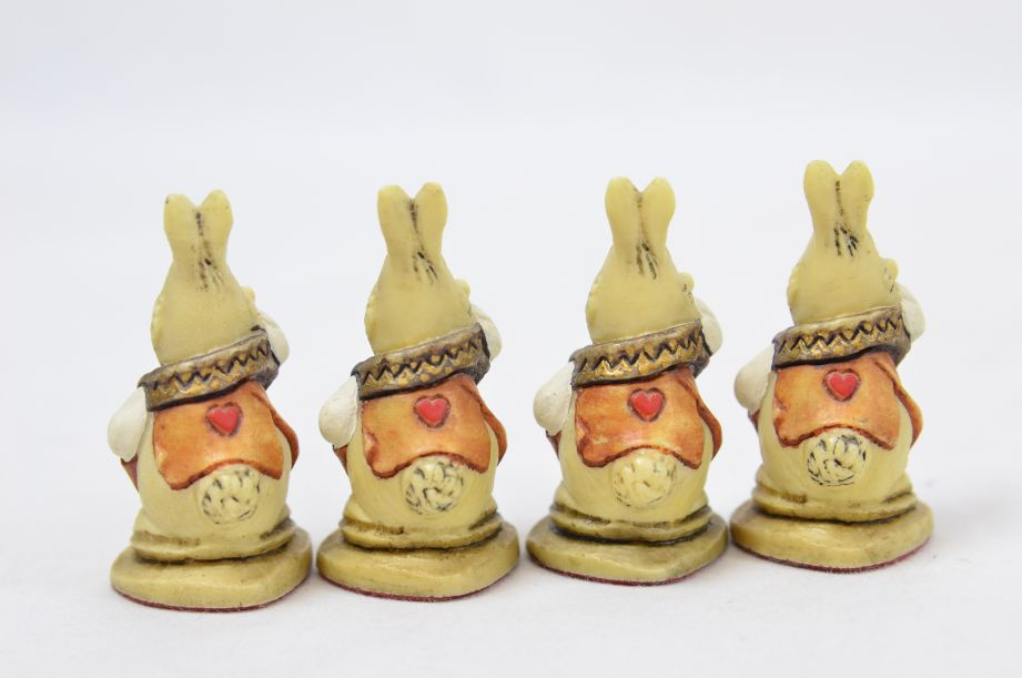 Studio Anne Carlton Hand-Painted Alice in Wonderland Chess Set Pieces 7