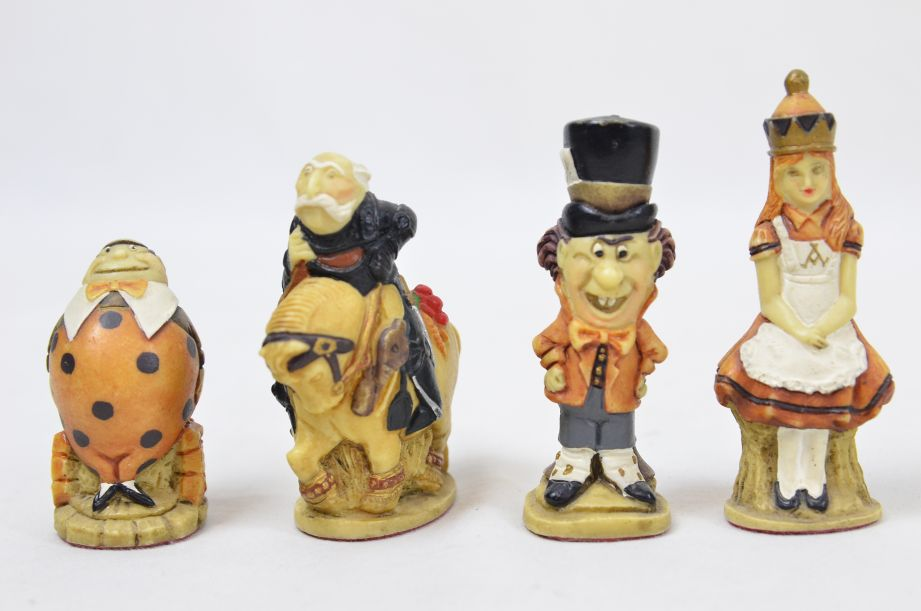 Studio Anne Carlton Hand-Painted Alice in Wonderland Chess Set Pieces 8