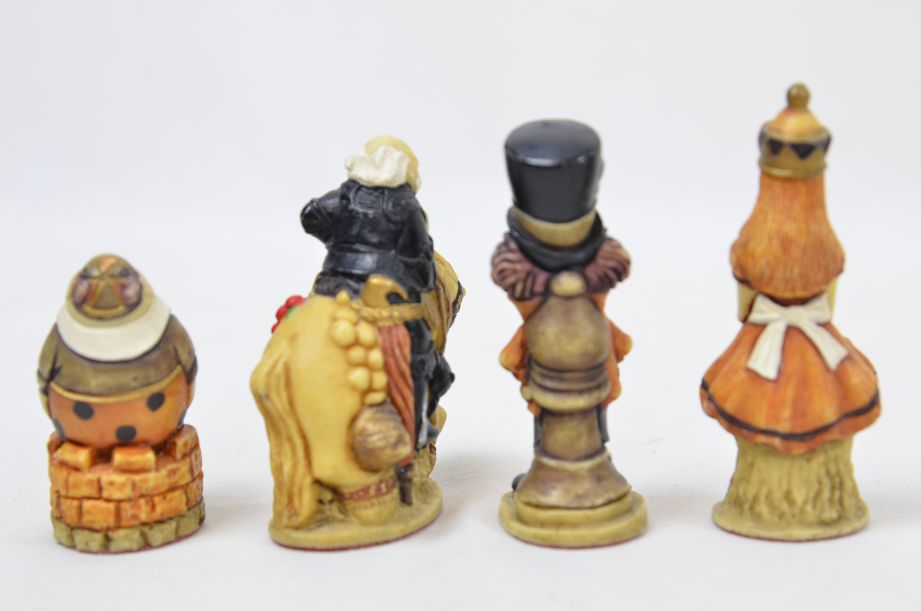 Studio Anne Carlton Hand-Painted Alice in Wonderland Chess Set Pieces 9