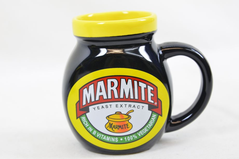 Marmite Collectable Tea Set - Teapot with Two Mugs 10