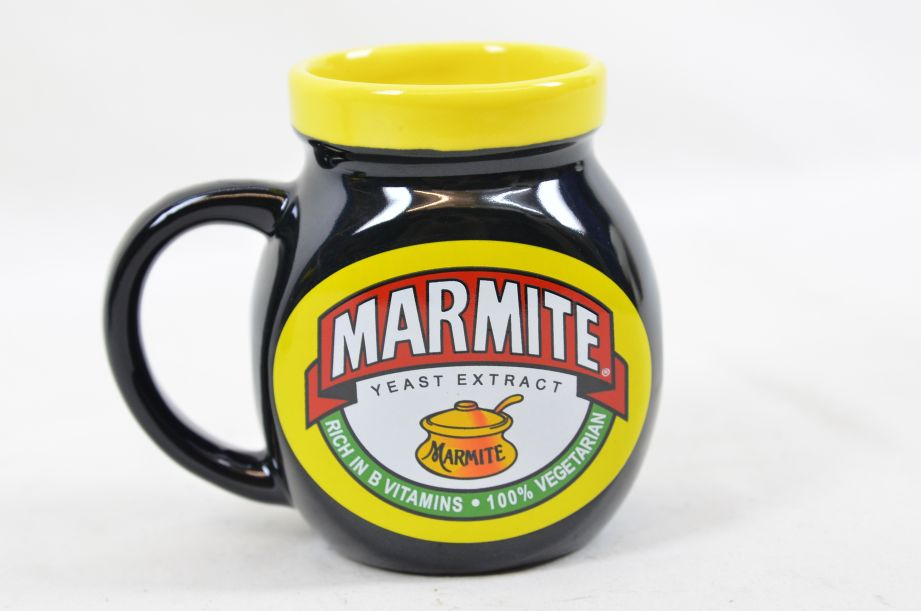 Marmite Collectable Tea Set - Teapot with Two Mugs 11