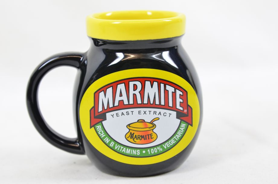 Marmite Collectable Tea Set - Teapot with Two Mugs 14