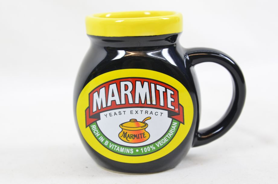 Marmite Collectable Tea Set - Teapot with Two Mugs 15