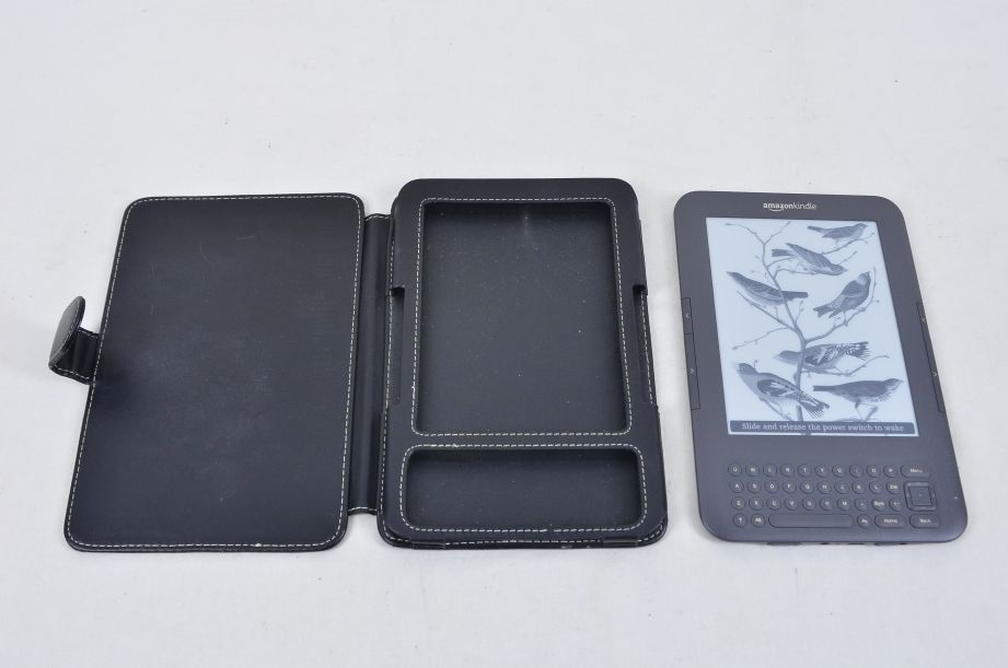 Amazon Kindle Keyboard (3rd Generation) 4GB, Wi-Fi + 3G 6in - Graphite D00901 3
