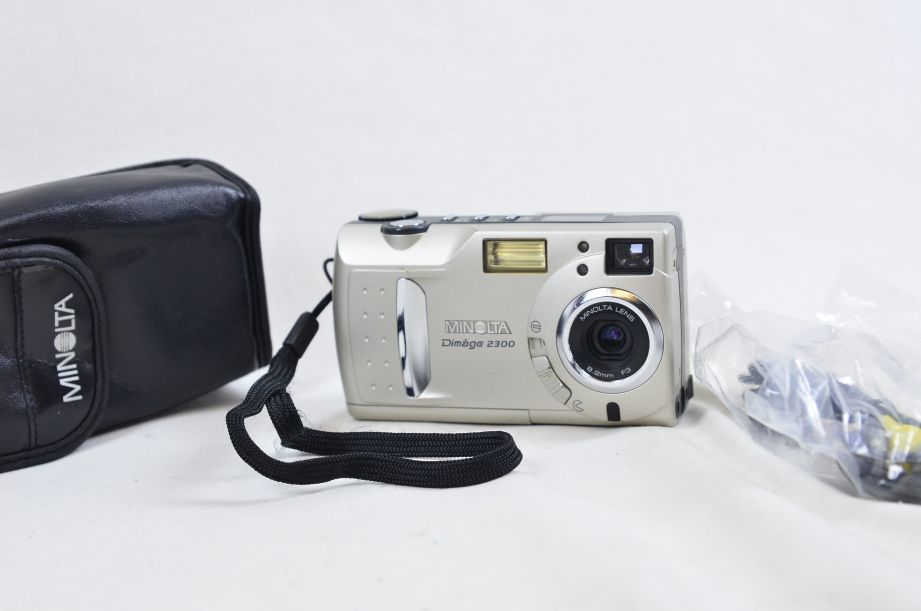 Minolta Konica DiMAGE 2300 2.3MP Digital Camera - Silver 1