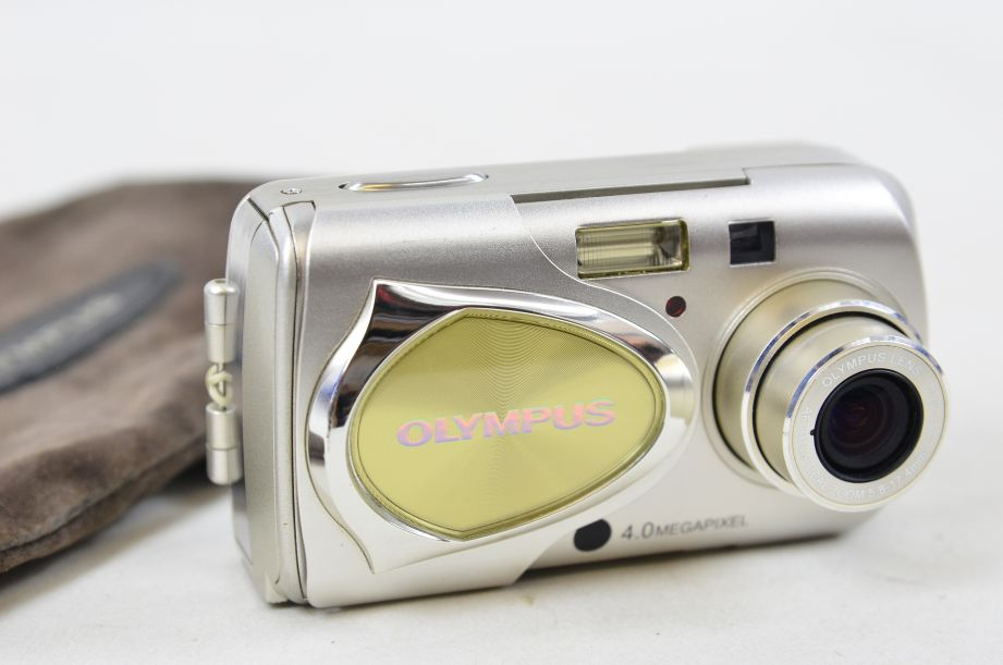 Olympus µ 400 Digital 4.0MP Digital Camera - Silver 1