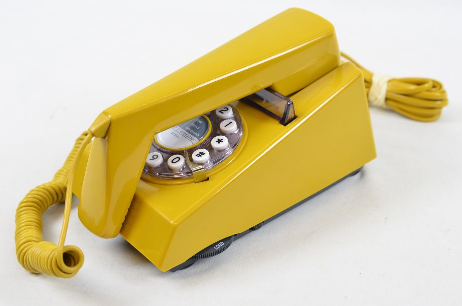 Wild & Wolf 1970s Style Trim Phone - Old Gold 2