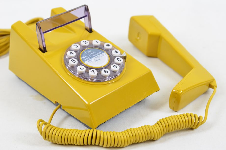 Wild & Wolf 1970s Style Trim Phone - Old Gold 4