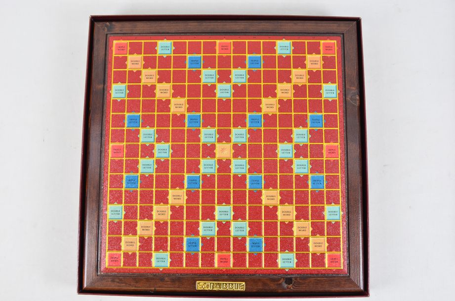 Scrabble Deluxe - Wood Tiles - Rotating Embossed Game Board - Mattel 53579 3