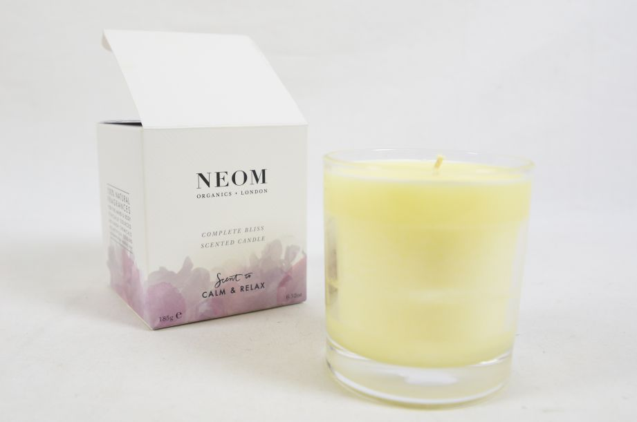 Neom Organics Scent to Calm & Relax Scented Candle 185g 1