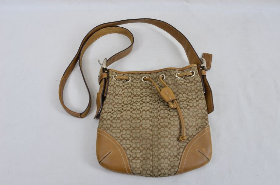 Coach Bag Small Bucket Leather Tan Brown With Drawstring Shoulder Strap 3
