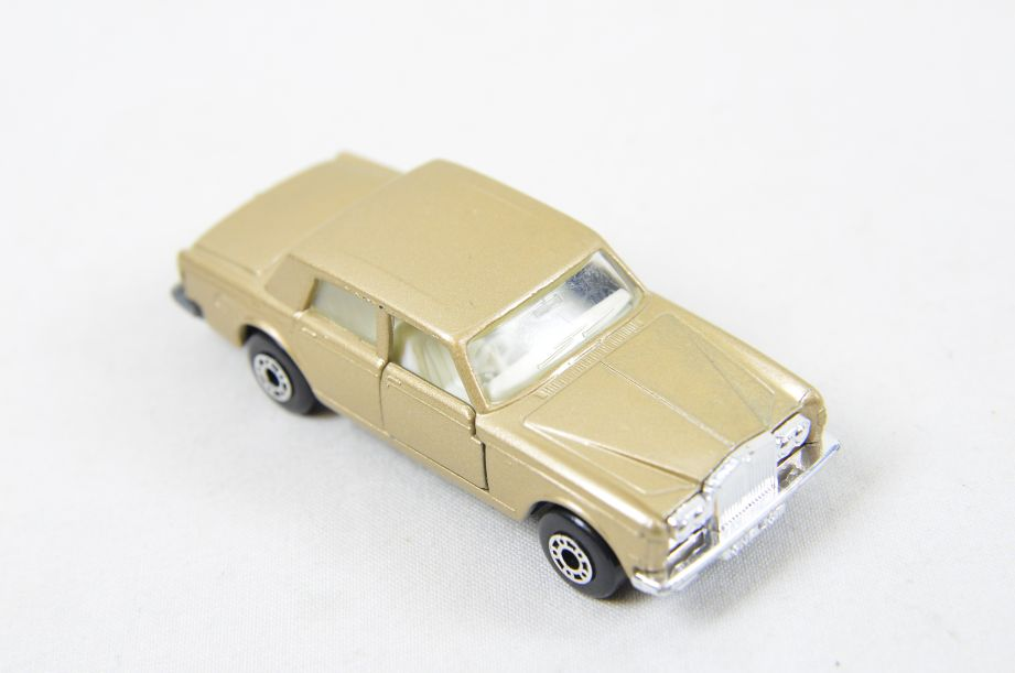Matchbox Superfast #39 Rolls Royce Silver Shadow - Gold Body, White Interior 11