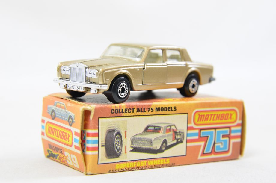 Matchbox Superfast #39 Rolls Royce Silver Shadow - Gold Body, White Interior 13