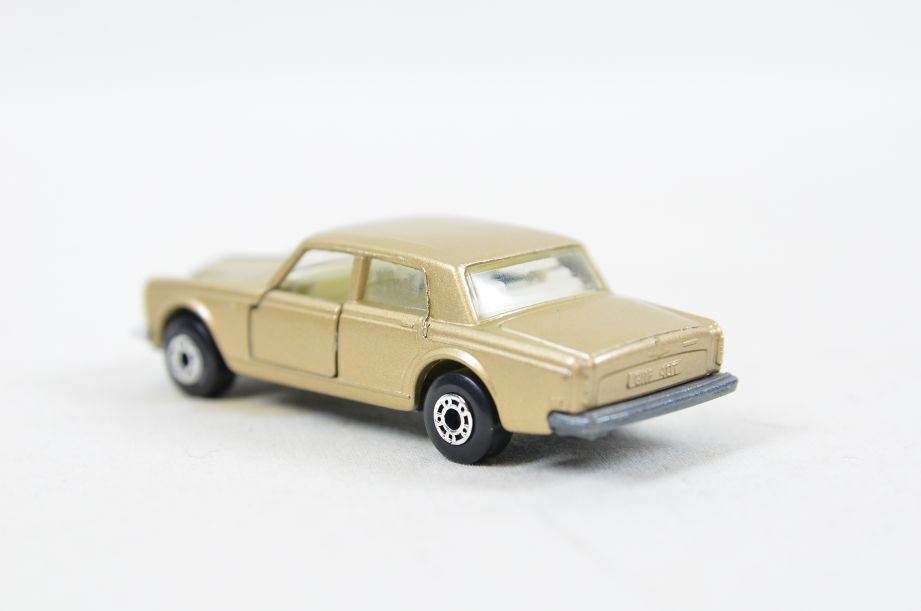 Matchbox Superfast #39 Rolls Royce Silver Shadow - Gold Body, White Interior 3