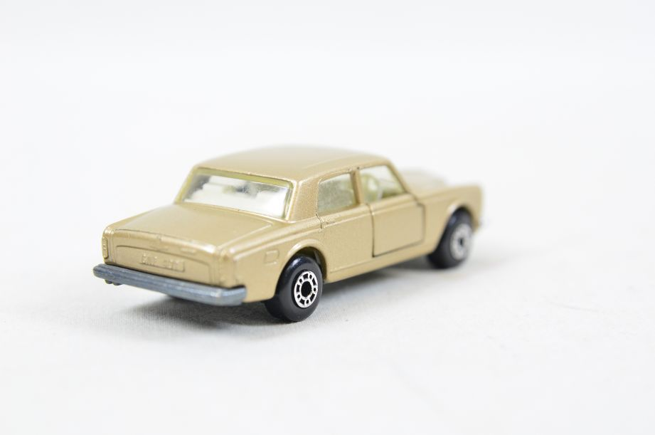 Matchbox Superfast #39 Rolls Royce Silver Shadow - Gold Body, White Interior 4