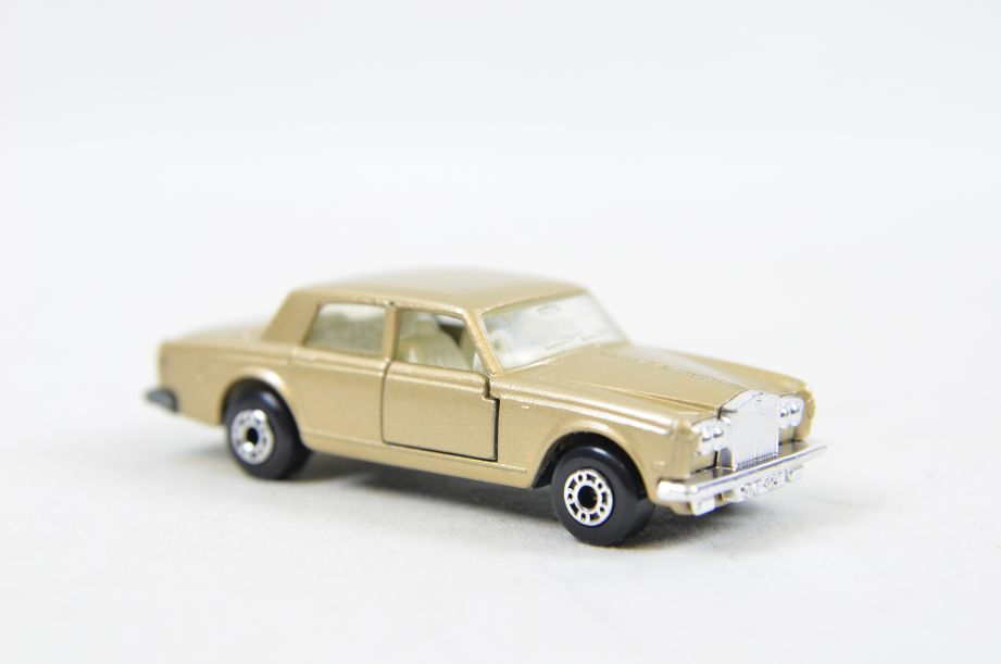 Matchbox Superfast #39 Rolls Royce Silver Shadow - Gold Body, White Interior 5