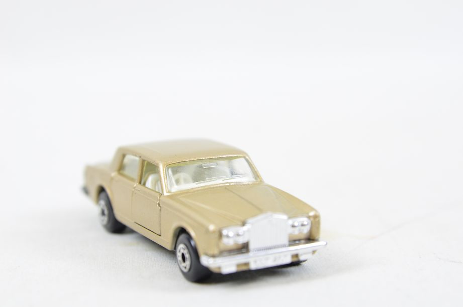 Matchbox Superfast #39 Rolls Royce Silver Shadow - Gold Body, White Interior 7
