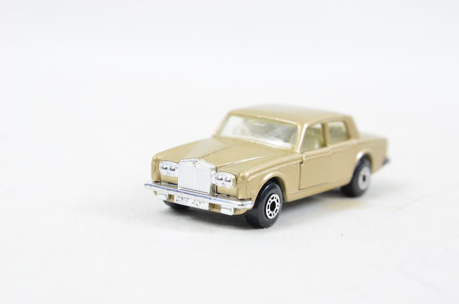 Matchbox Superfast #39 Rolls Royce Silver Shadow - Gold Body, White Interior 8