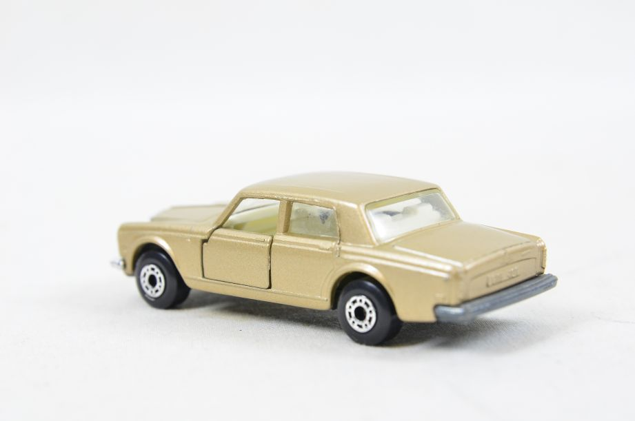 Matchbox Superfast #39 Rolls Royce Silver Shadow - Gold Body, White Interior 9