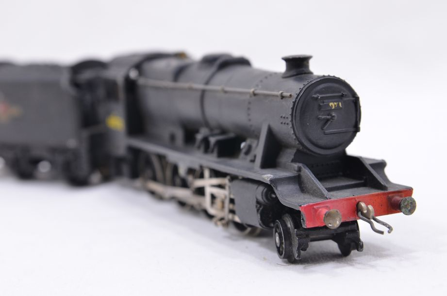 Hornby Dublo 2 Rail LMR 2-8-0 Locomotive and Tender 48073 2224
