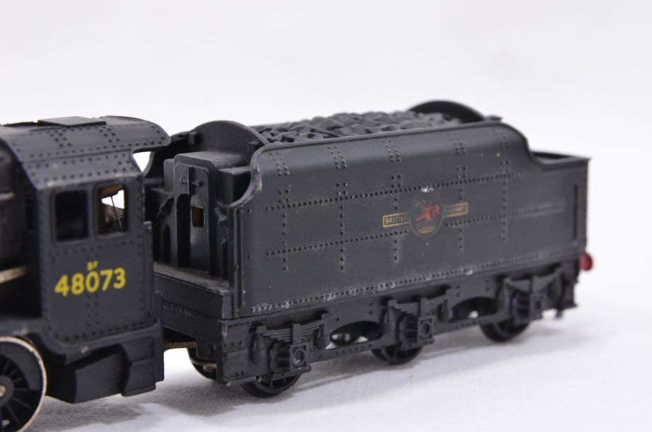 Hornby Dublo 2 Rail LMR 2-8-0 Locomotive and Tender 48073 2224 11