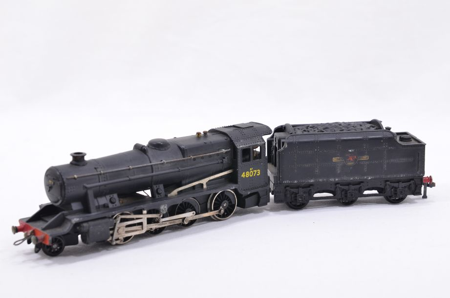 Hornby Dublo 2 Rail LMR 2-8-0 Locomotive and Tender 48073 2224 2