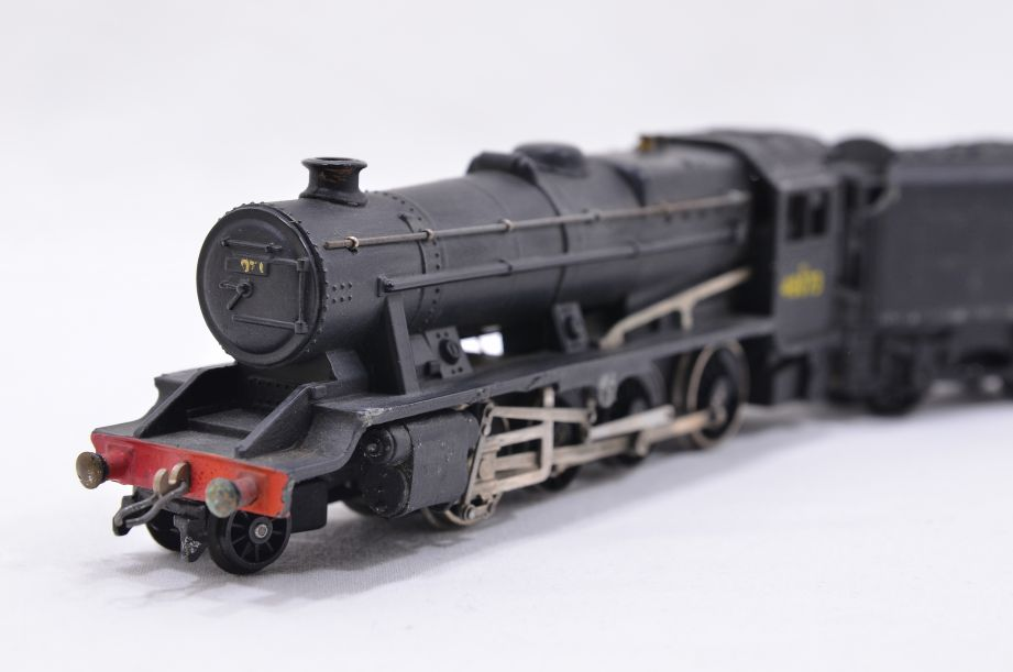 Hornby Dublo 2 Rail LMR 2-8-0 Locomotive and Tender 48073 2224 3