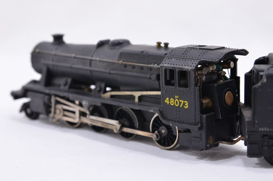 Hornby Dublo 2 Rail LMR 2-8-0 Locomotive and Tender 48073 2224 4