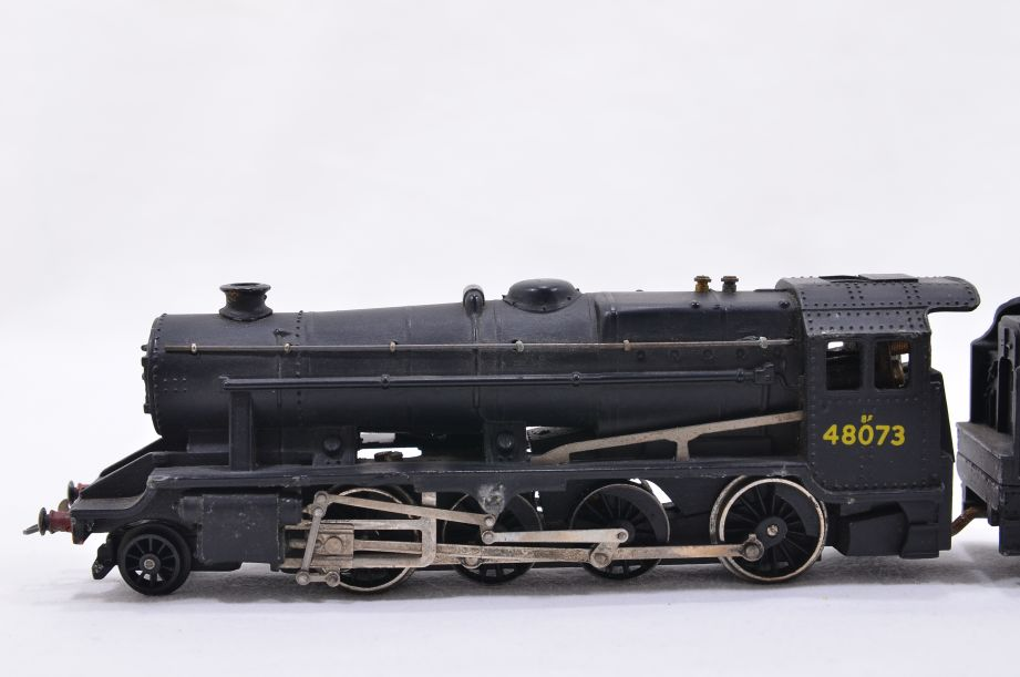 Hornby Dublo 2 Rail LMR 2-8-0 Locomotive and Tender 48073 2224 5