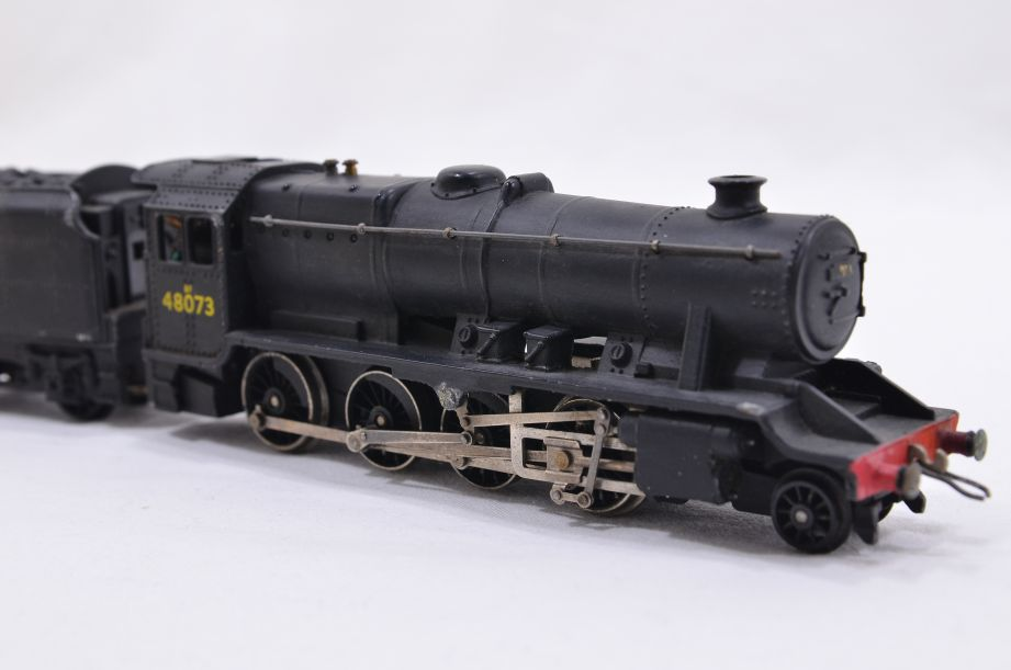 Hornby Dublo 2 Rail LMR 2-8-0 Locomotive and Tender 48073 2224 6