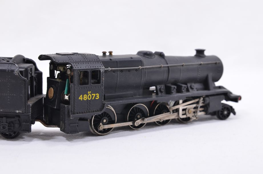 Hornby Dublo 2 Rail LMR 2-8-0 Locomotive and Tender 48073 2224 7