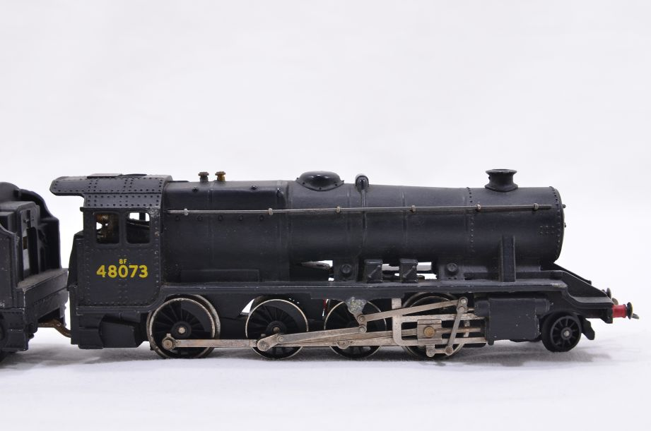 Hornby Dublo 2 Rail LMR 2-8-0 Locomotive and Tender 48073 2224 8