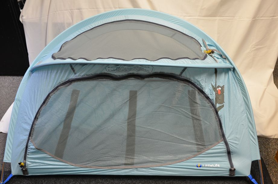 LittleLife Arc 2 Lightweight Travel Cot - Light Blue 5