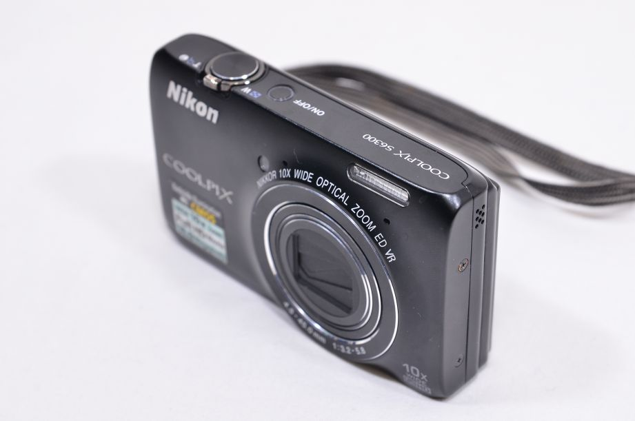 Nikon COOLPIX S6300 16.0MP Digital Camera - Black & 8GB SD Card 3