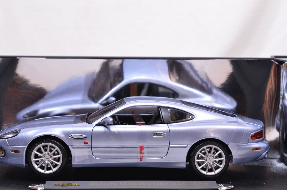 Maisto Premiere Edition Aston Martin DB7 Vantage 1:18 Scale Model Unused