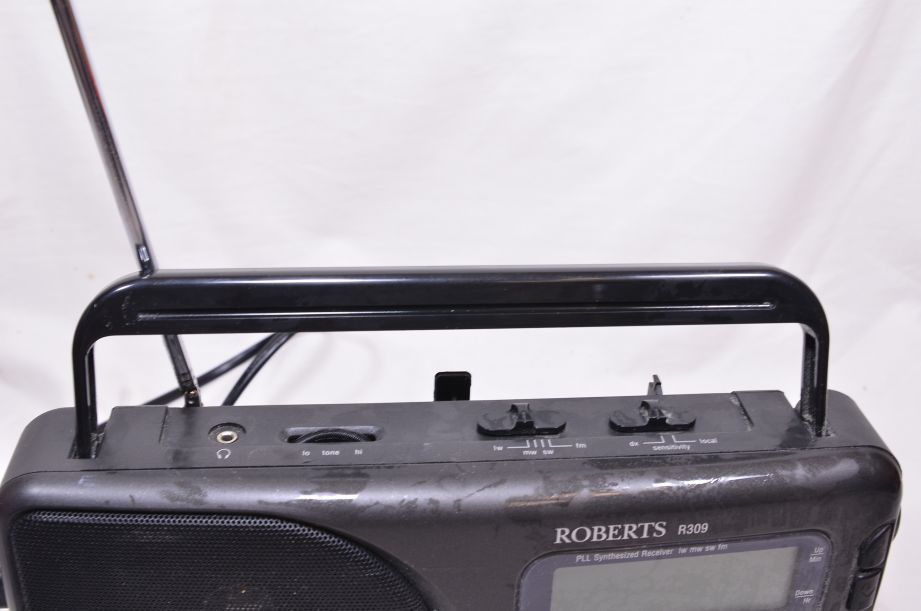 Roberts R309 AM/FM/LW/SW Portable Radio - Mains and Battery Powered 3