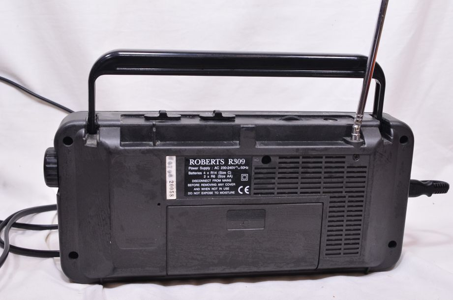 Roberts R309 AM/FM/LW/SW Portable Radio - Mains and Battery Powered 4