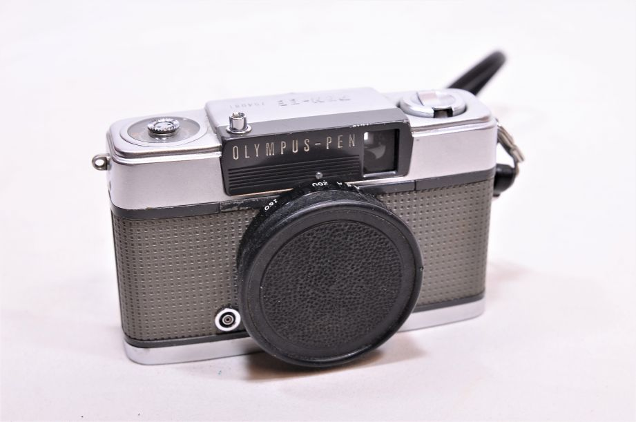 Olympus PEN-EE 35mm Film Camera with 28mm f3.5 Zuiko Lens & Carry Case